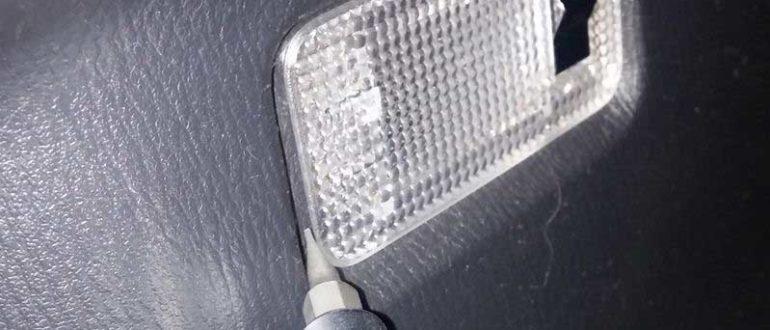 Замена лампы в багажном отделении, автомобиля Mazda CX-5 2012-2016 гг.