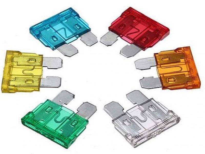 Замена электрических предохранителей на автомобиле Mazda CX-5